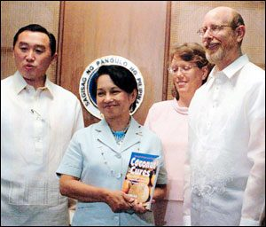 Philippine president Gloria Macapagal-Arroyo with Agriculture Secretary Arthur Yap acknowledges the efforts of author Bruce Fife (with wife Leslie)